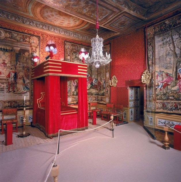 vaux-le-vicomte-the-throne-room-at-chateau-vaux-vicomte